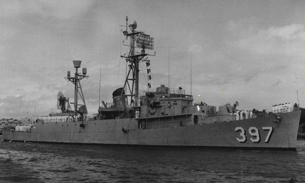 US Destroyer with radar