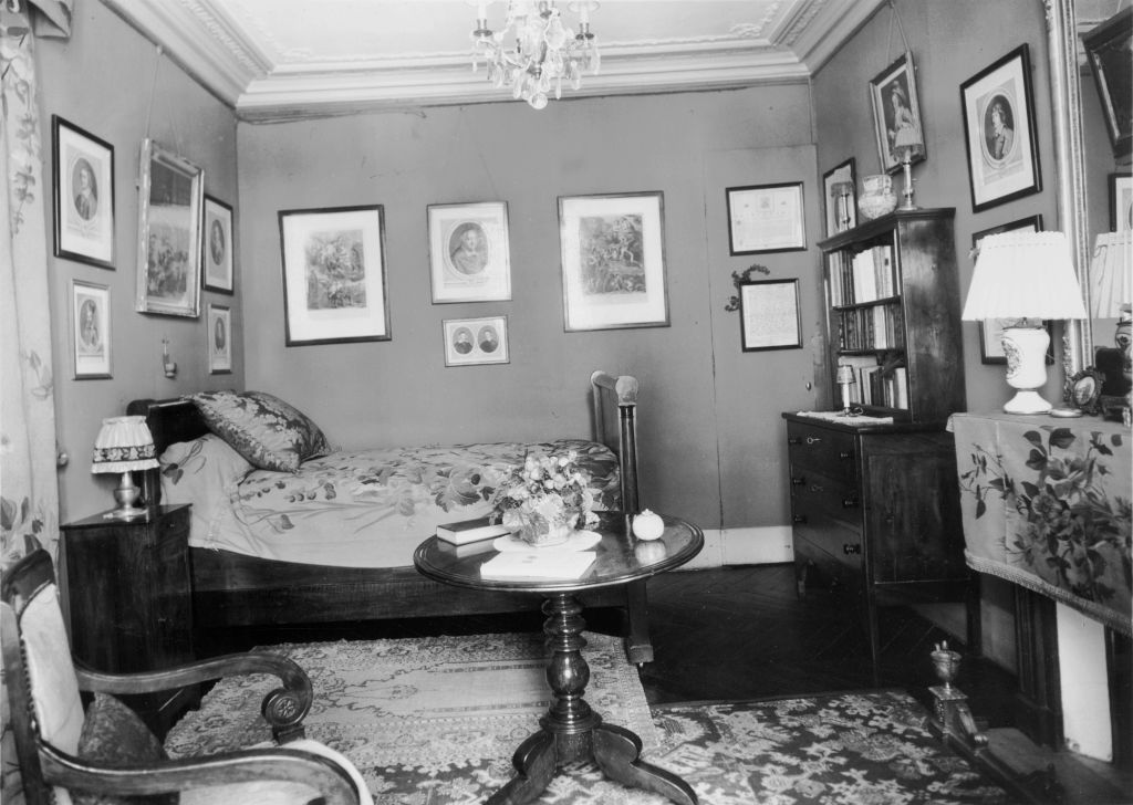 A 1930s bedroom is decorated to look 1800s vintage.