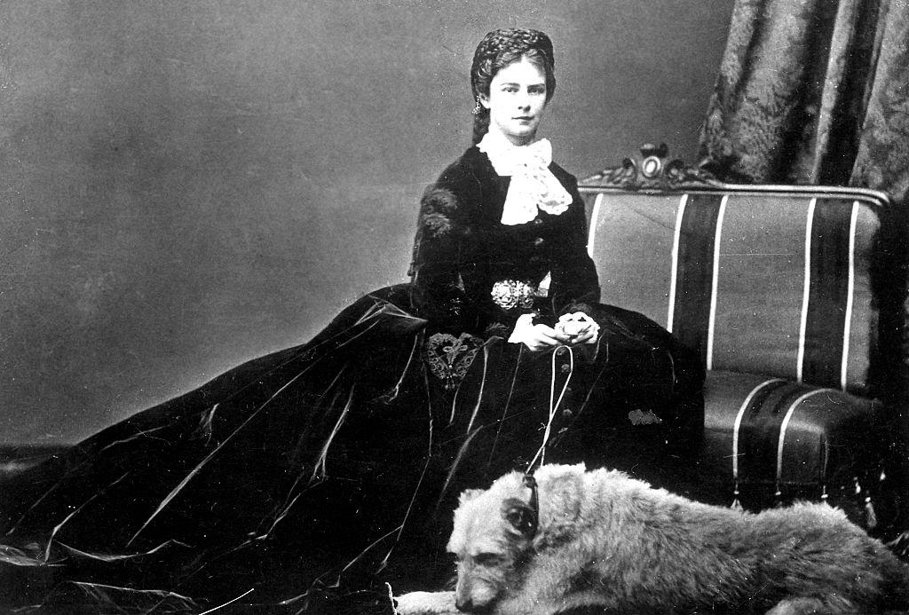 Elisabeth with her dog -545347259
