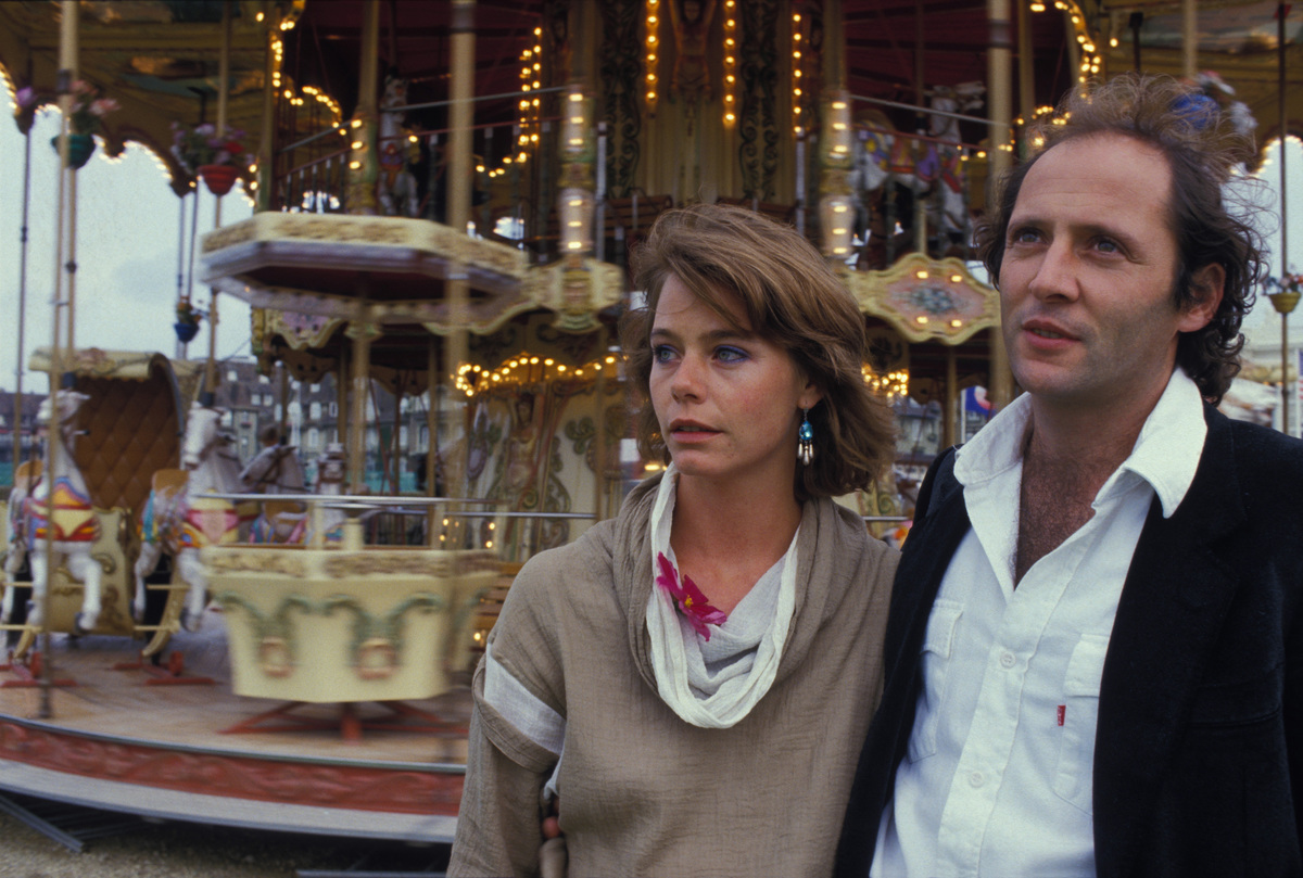 Susan Dey and Robert Dornhelm in front of a merry-go-round in the film Echo Park.