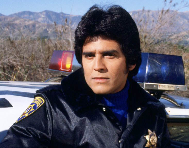 chips erik estrada poses for a picture