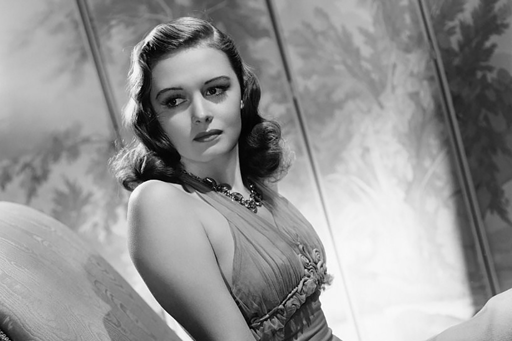 Donna Reed posing