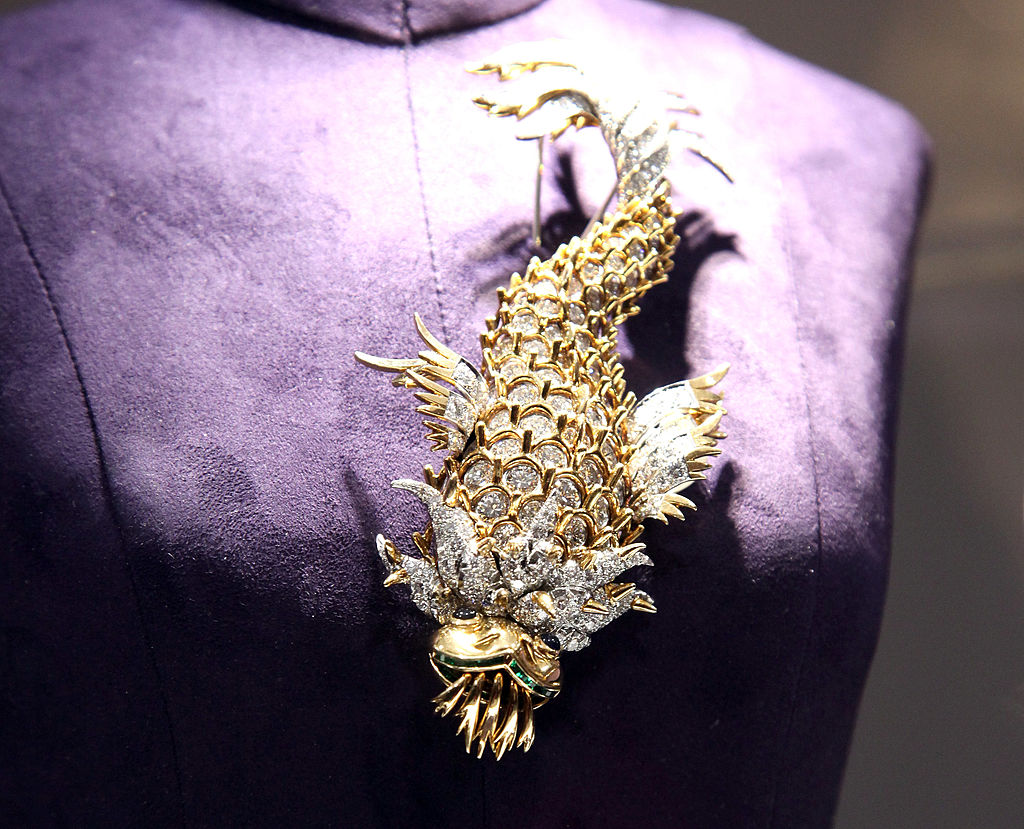 Iguana brooch