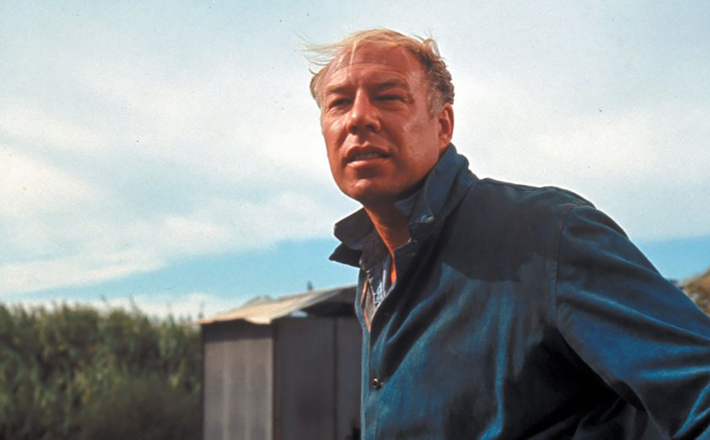 George Kennedy as Dragline