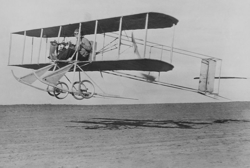 Wright brothers in flight