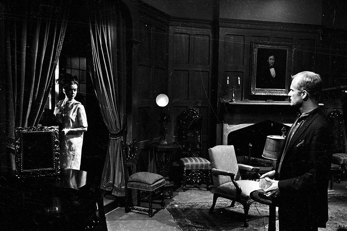 dark shadows extravagant sets