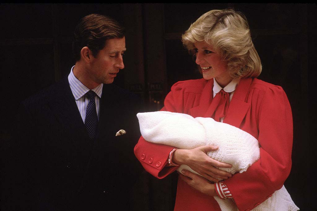 princess-diana-holding-harry-2776111