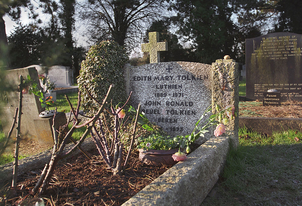 Edith and Tolkien's gravestone