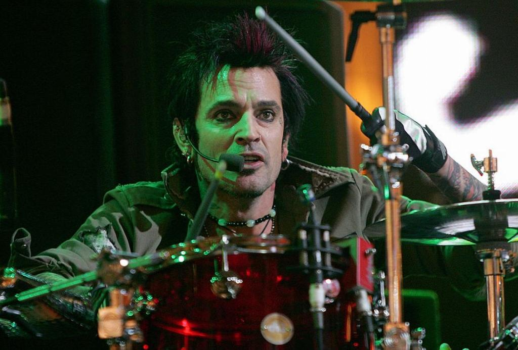 Tommy Lee Is All About Showmanship