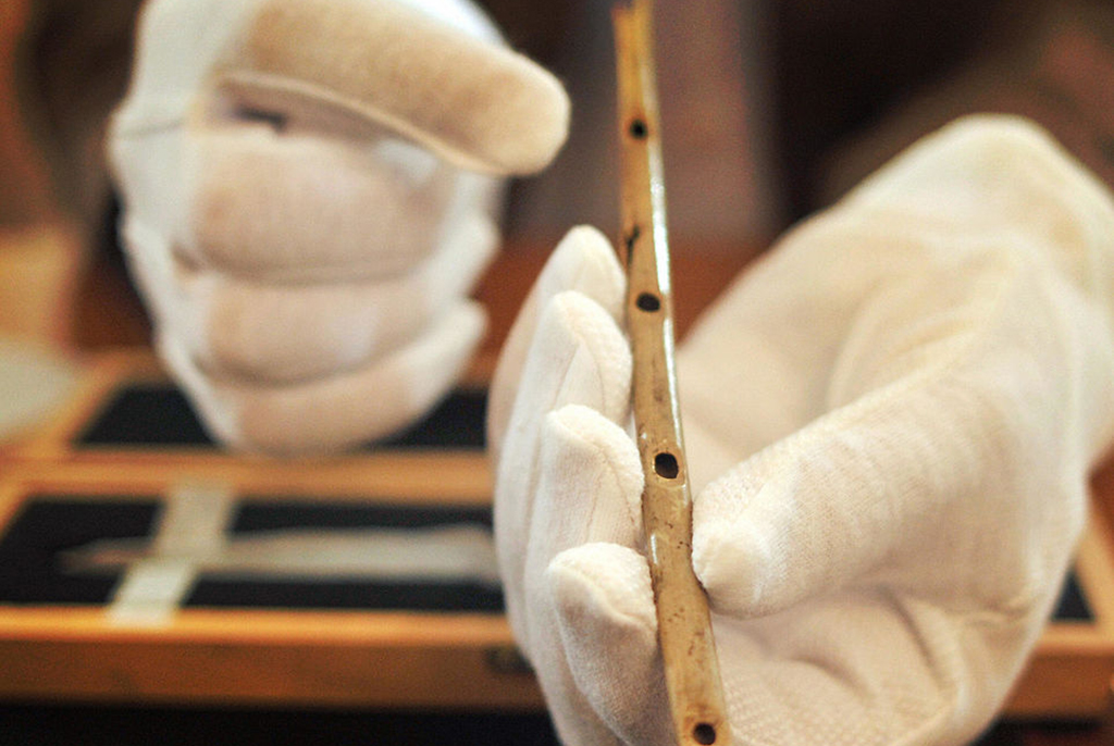 Old flute