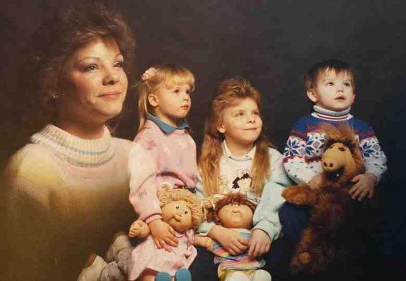 80s-family-portrait-51736