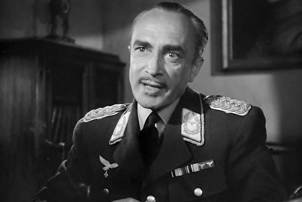 Conrad Veidt as Strasser