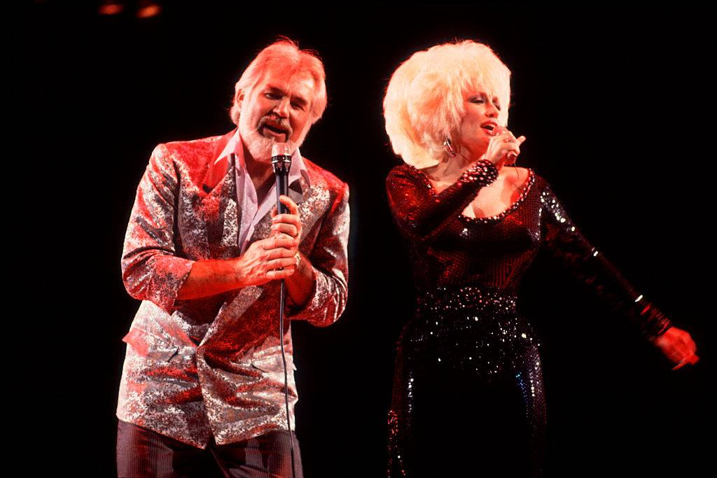 Kenny-Rogers-Dolly-Parton-Perform-198-535796603