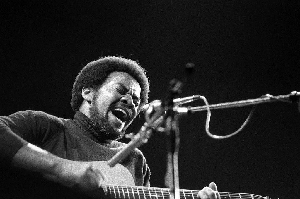 Bill-Withers-Performing-85000255