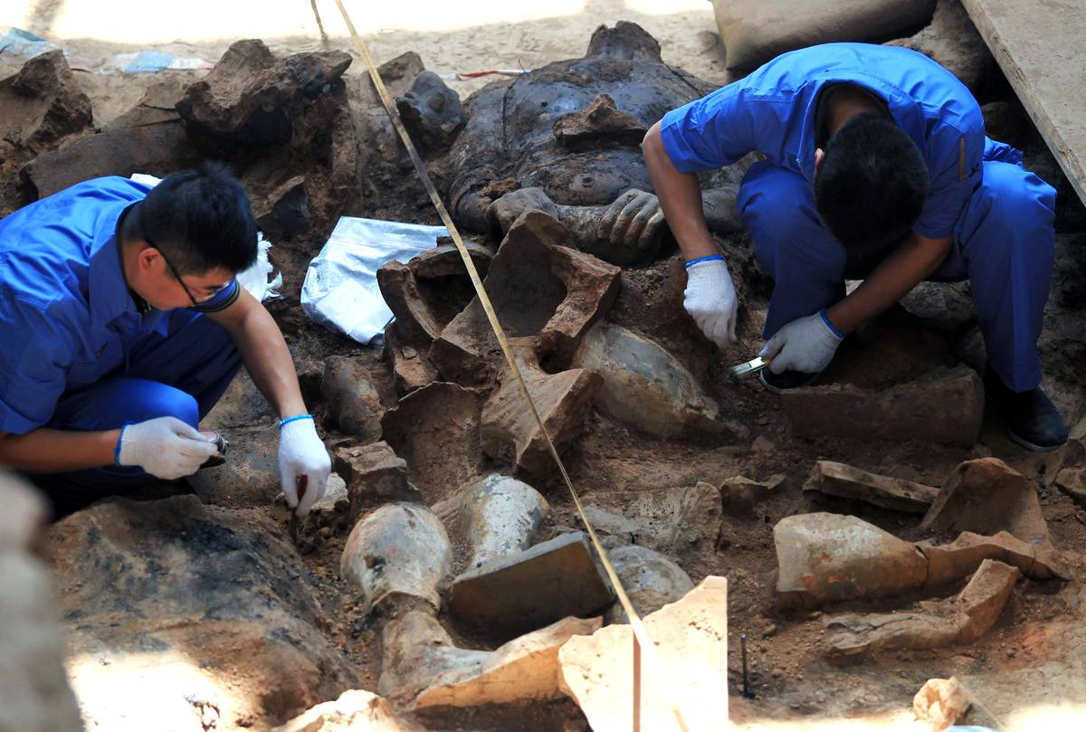 Archaeologists excavate Pit One of Qin Shi Huang's mausoleum.
