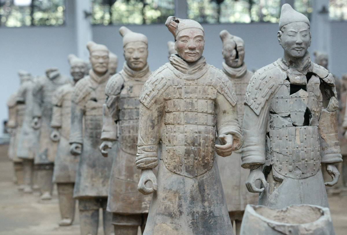 Restored terracotta warriors are lined up.