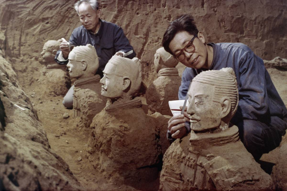 Archaeologists dust off buried terracotta soldiers.