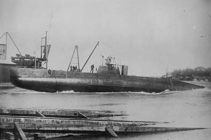 Submarine docking