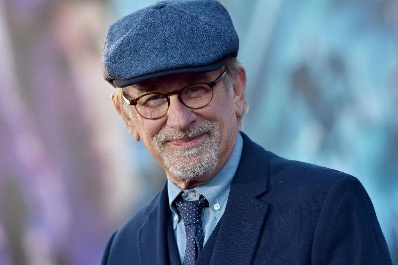 Spielberg wearing a hat