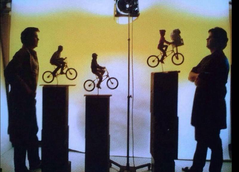 Behind the scenes of ET