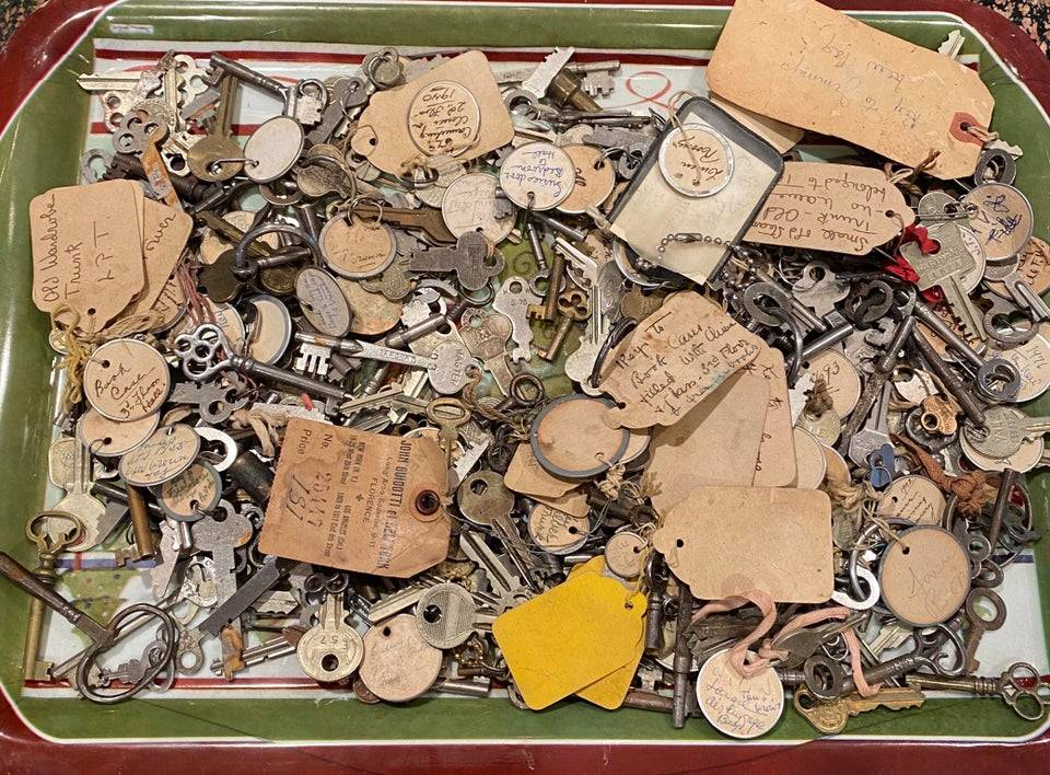 a bunch of old keys from the same house
