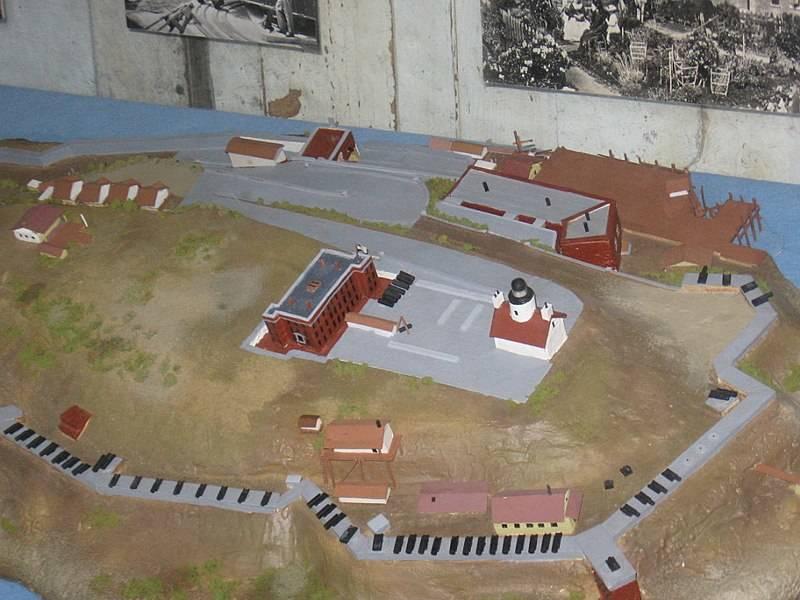 800px-Military_Point_Alcatraz_1866-1868_model-72078