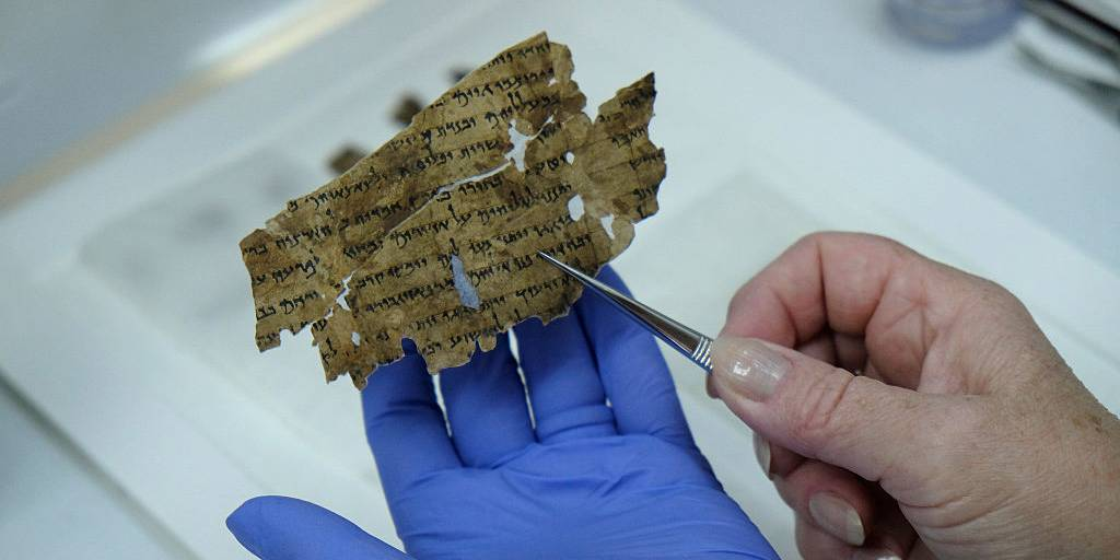 Someone holding a fragment