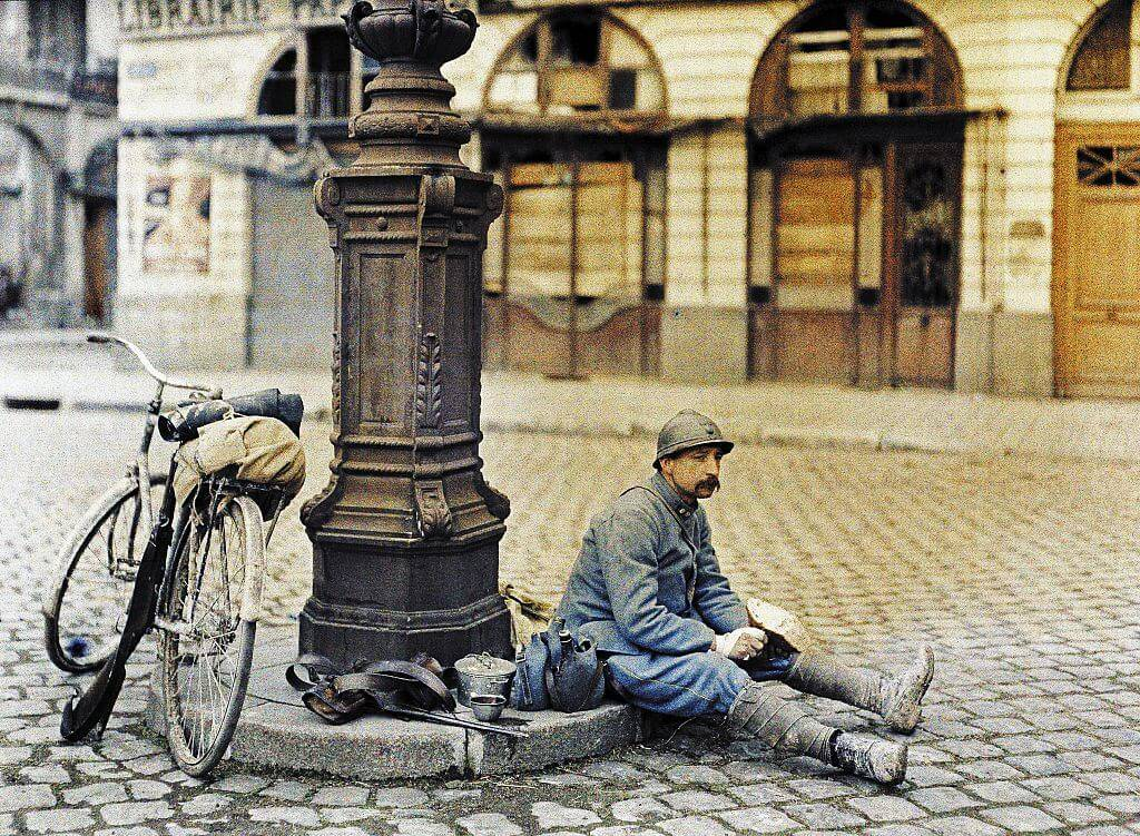 french-soldier-in-square-54972