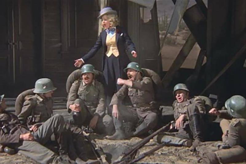 Lili with German soldiers