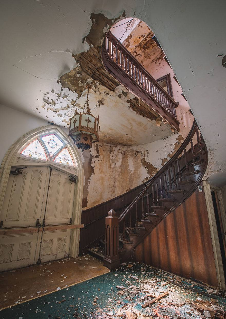 Aesthetics-images-that-will-let-you-escape-from-the-contemporary-world-through-abandoned-places-of-a-faded-past-5eb941509f6aa__880