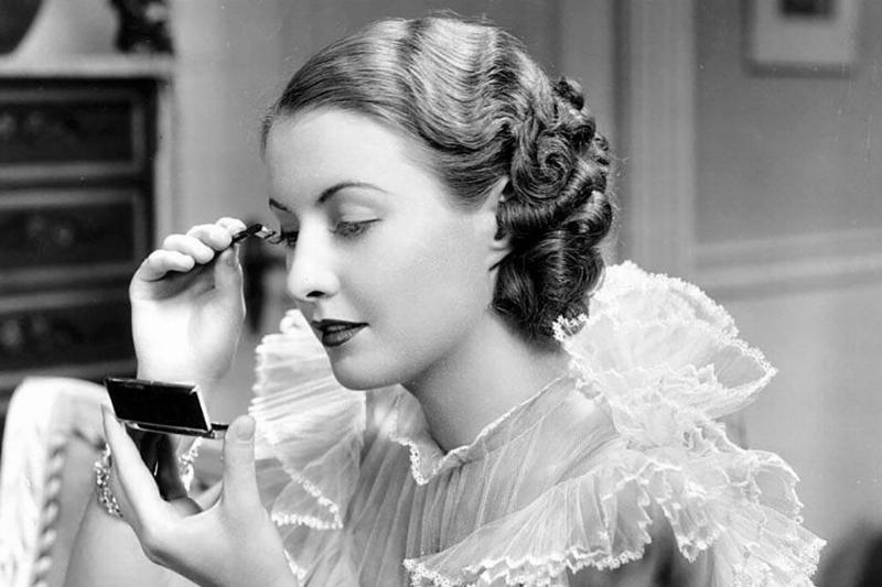 Stanwyck doing her eyelashes