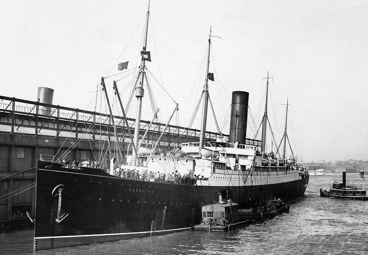 The Carpathia in her pier after bringing back the Titanic survivors.