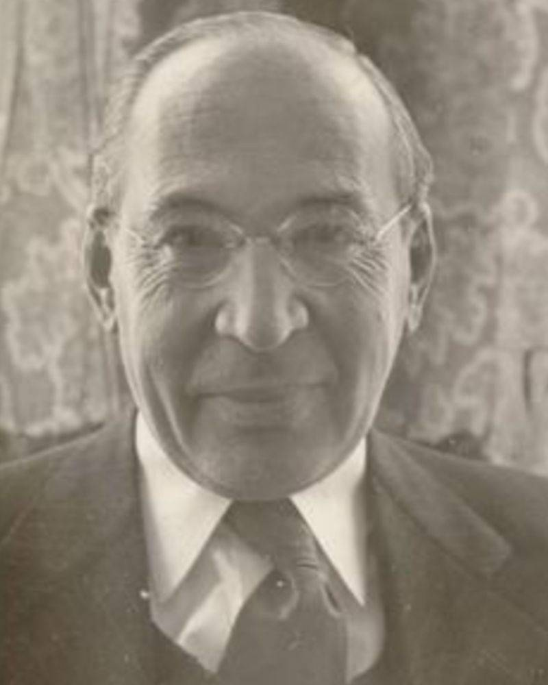 portrait photo of alfred