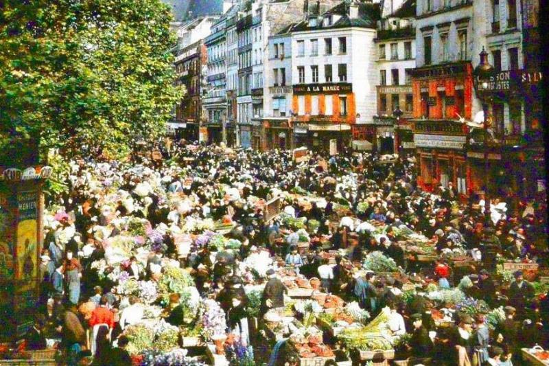 marketplace in paris
