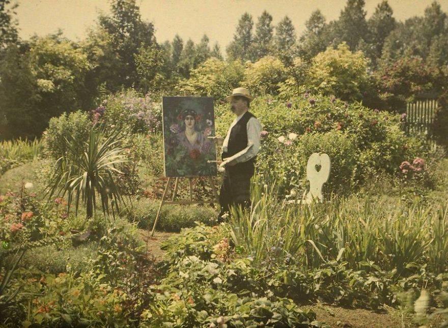 painting in his garden