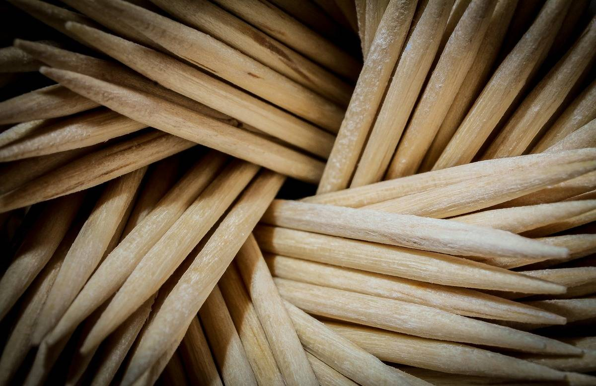 Toothpicks are piled on top of each other.