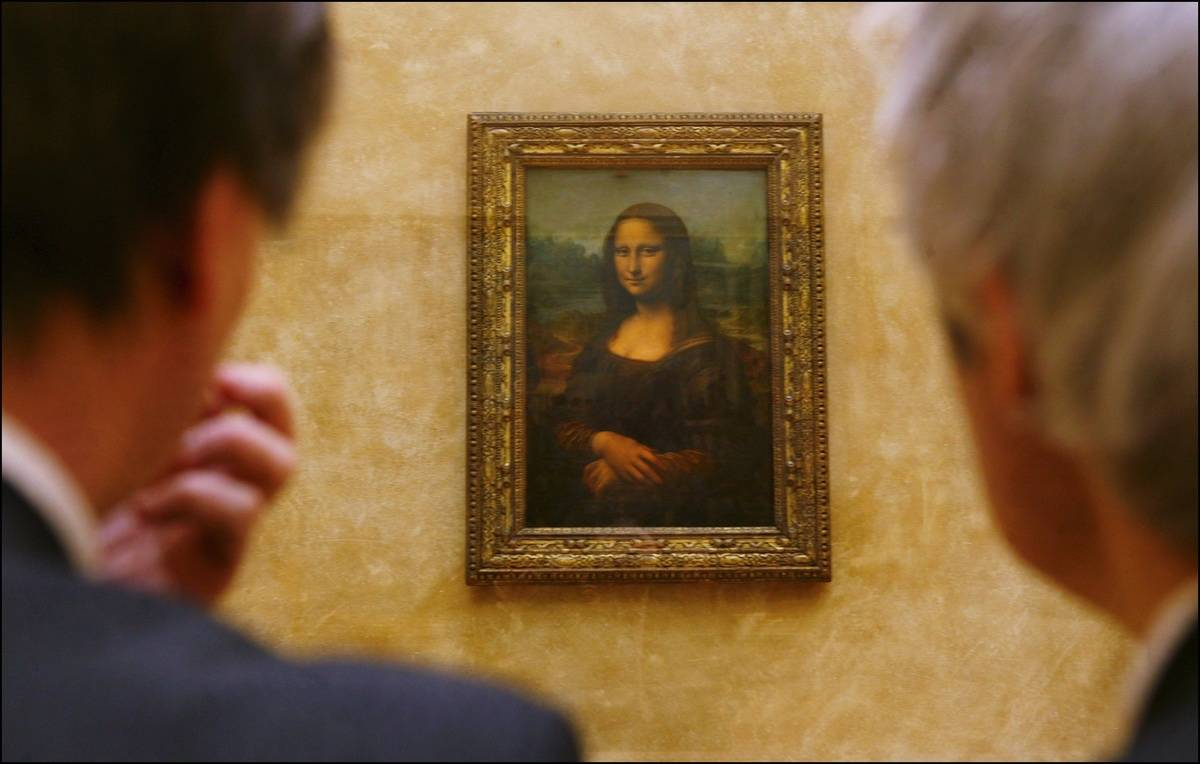 Two men look at The Mona Lisa.