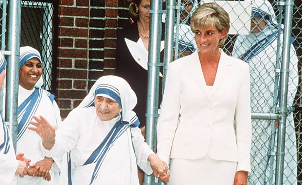 Diana holding Teresa's hand