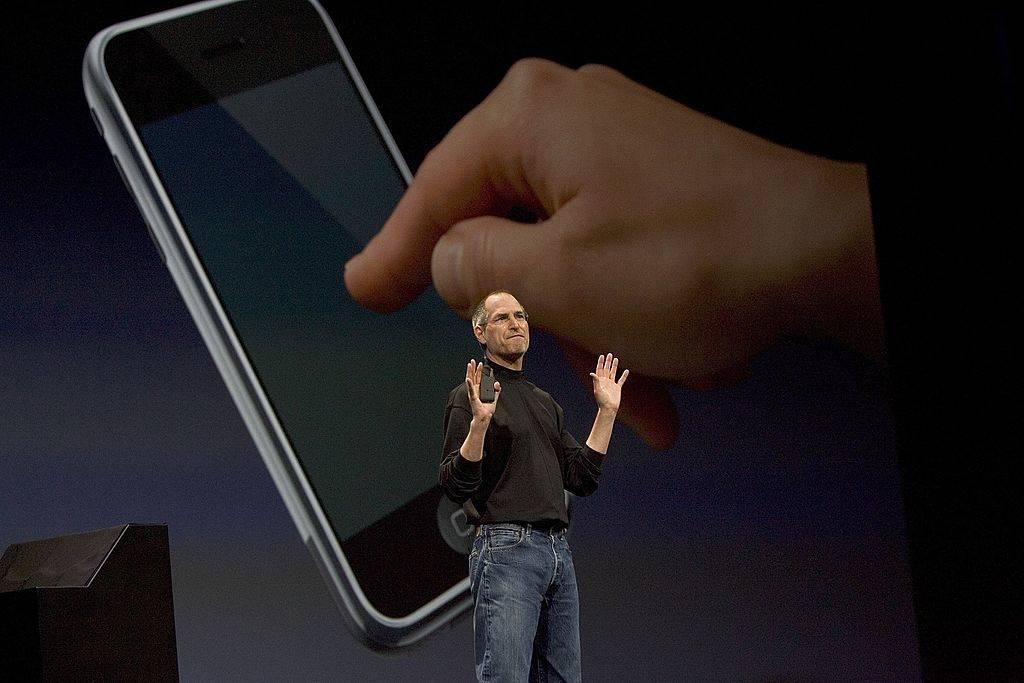 Steve Jobs introducing the iPhone