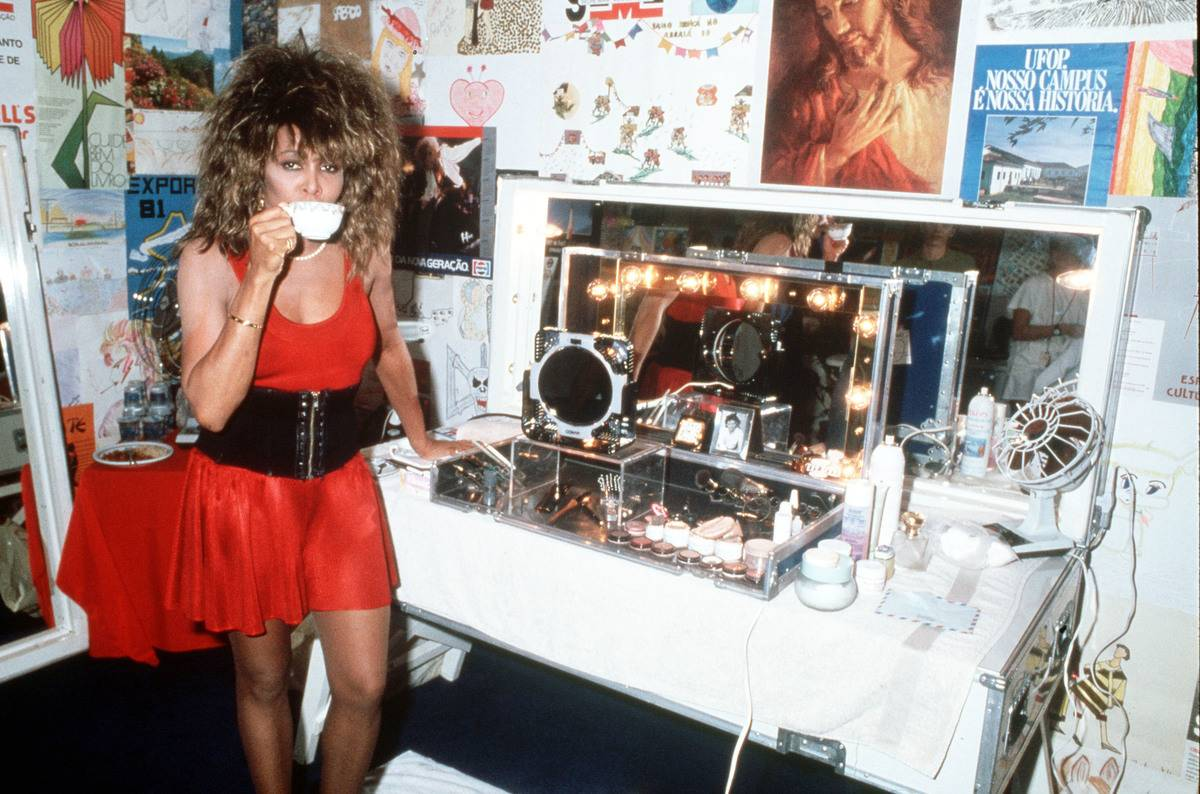 Tina Turner Getting A Caffeine Kick Before Going Back On Stage