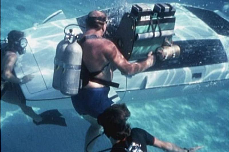 Underwater Shots Of The Infamous White Lotus Esprit S1