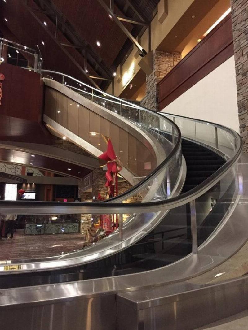 escalator that curves