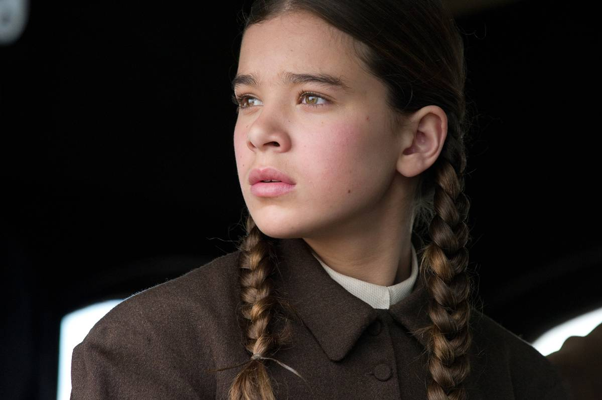 hailee steinfeld wearing braids in true grit