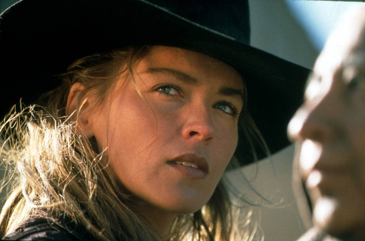 sharon stone wearing a cowboy hat in the quick and the dead