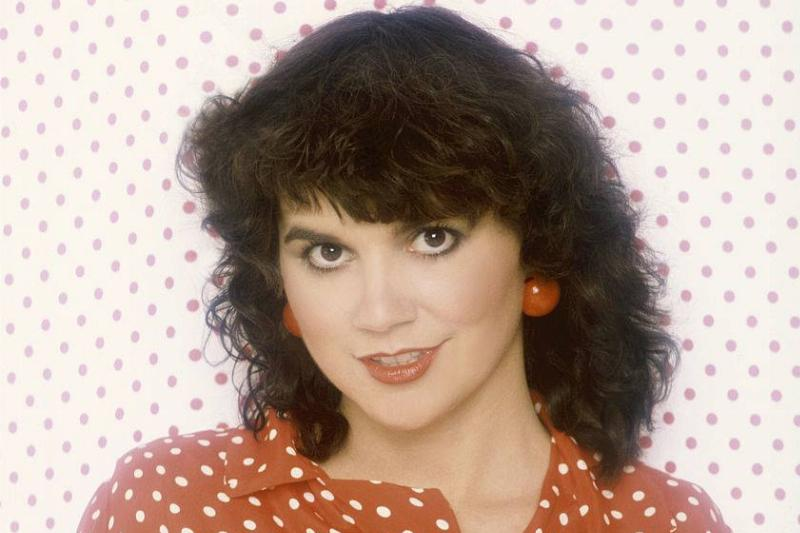 Linda Ronstadt wearing a red and white top