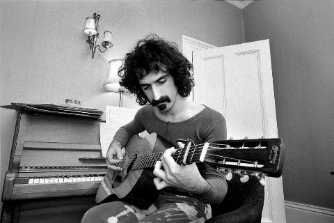 frank zappa playing guitar