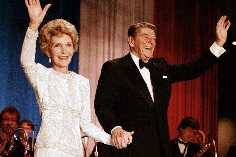 Ronald and Nancy Reagan wave to participants at the 1985 inauguration.