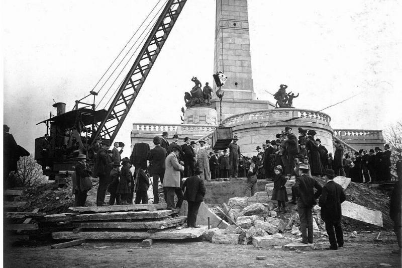 Picture of Lincoln being buried