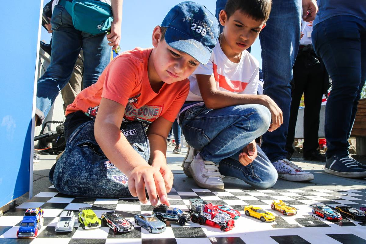 Hot Wheels toy car brand sets new Guinness record at Moscow's Zaryadye Park