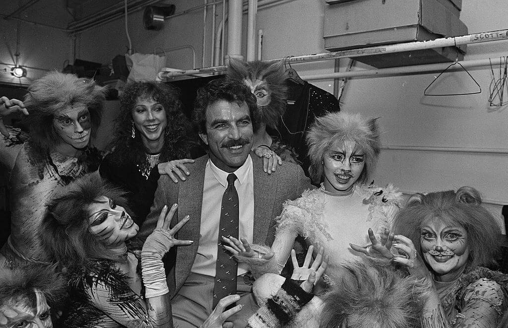 selleck with cats on the set